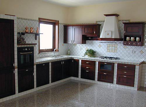 Top cucina e bagni sgarlata lavorazione marmi e pietra lavica maiolicata - Pietra lavica cucina ...
