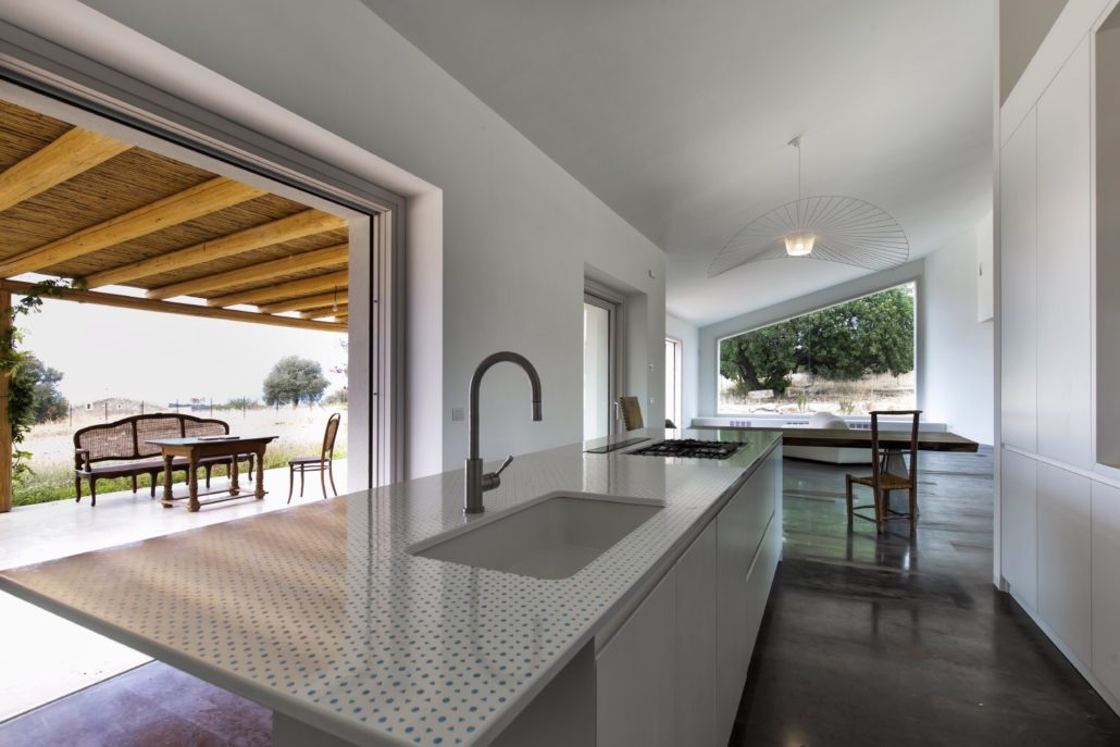 Top cucina in pietra lavica – SGARLATA – Lavorazione Marmi e Pietra ...