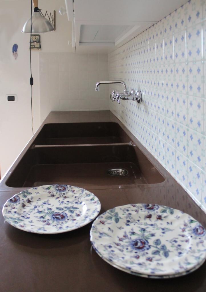 Top cucina in pietra lavica – SGARLATA – Lavorazione Marmi e ...